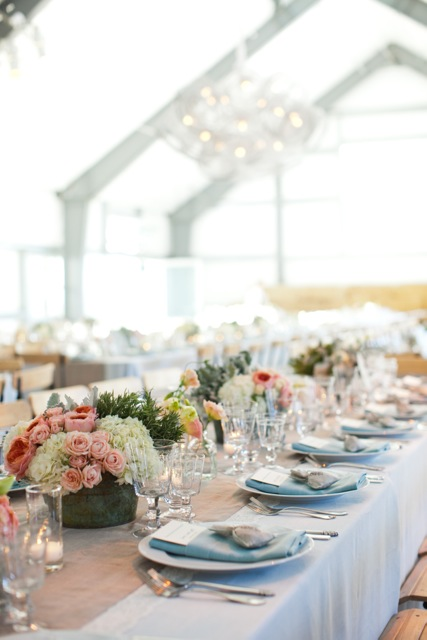 Design & florals by Atelier Joya, photo by: Sasha Gulish